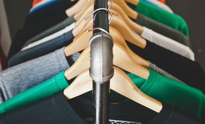 como ganhar dinheiro com roupas usadas
