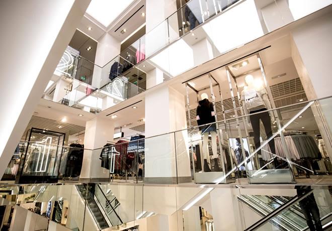 Grandes marcas que fazem coleções para lojas de departamento 4