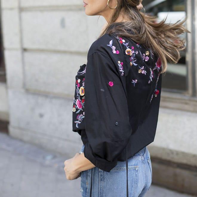 Moda com roupas bordadas – blusa