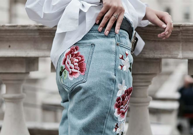 Moda com roupas bordadas - calça