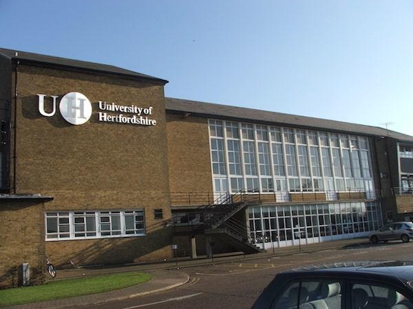faculdade de moda no exterior, University of Hertfordshire, Reino Unido