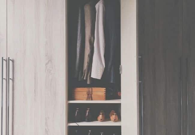 tirar-mofo-do-guarda-roupa